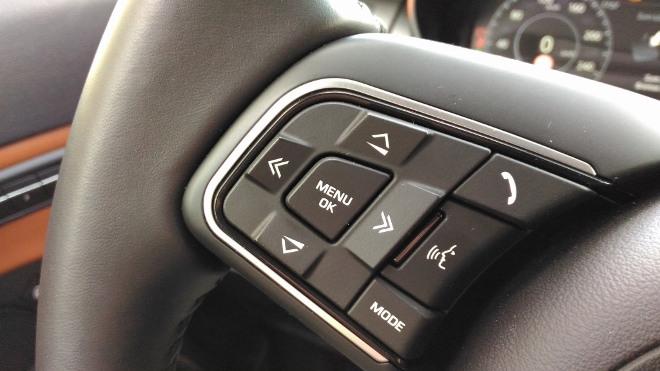 Jaguar E-Pace P200 Lenkrad Tasten