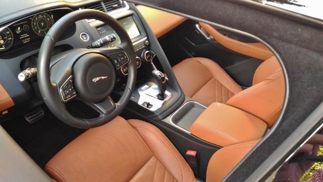 Jaguar E-Pace P200 Innenraum, Ledersitze und Lenkrad