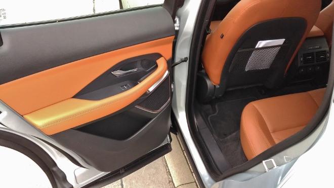 Jaguar E-Pace P200 hinten sitzen