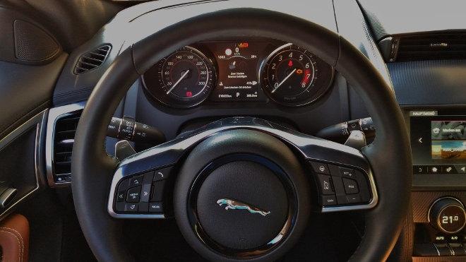 Jaguar F-Type Vierzylinder Lenkrad Instrumente