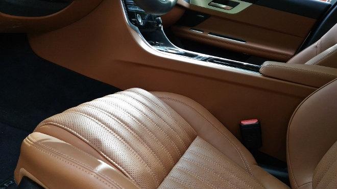 Jaguar XF Innenraum Ledersitze