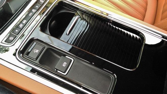 Jaguar XF Cupholder Ablagen