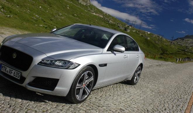 Jaguar XF Karosserie Silbern