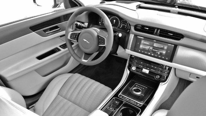 Jaguar XF Sportbrake 30d Cockpit