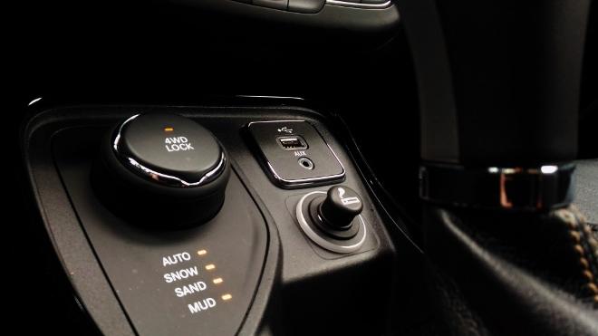 Jeep Compass neu, Allradschalter 4WD
