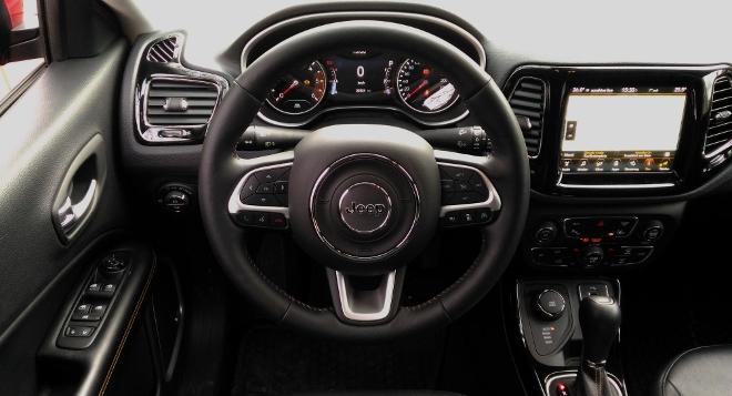 Jeep Compass neu, Amarturenbrett und Cockpit