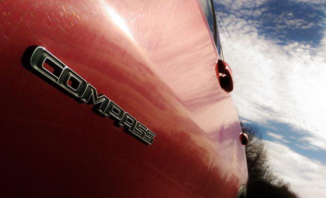 Jeep Compass 2 Typenschild am Kotflügel