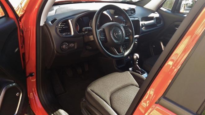 Jeep Renegade Facelift Armaturenbrett und Lenkrad