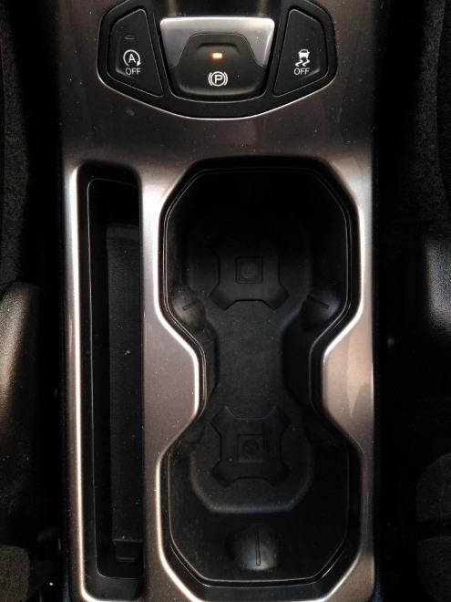 Jeep Renegade Facelift Cupholder zwischen den Vordersitzen
