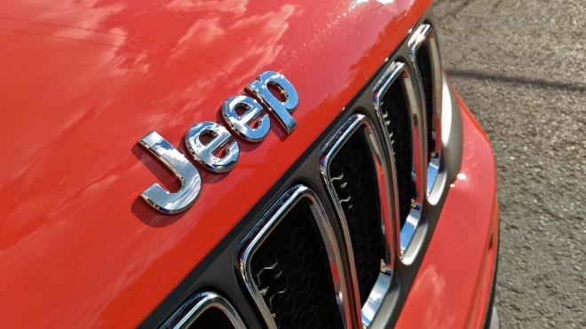 Jeep Renegade Facelift Grill und Markenzeichen