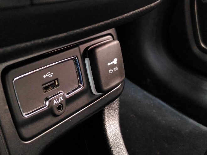 Jeep Renegade Facelift USB und 12V Steckdose