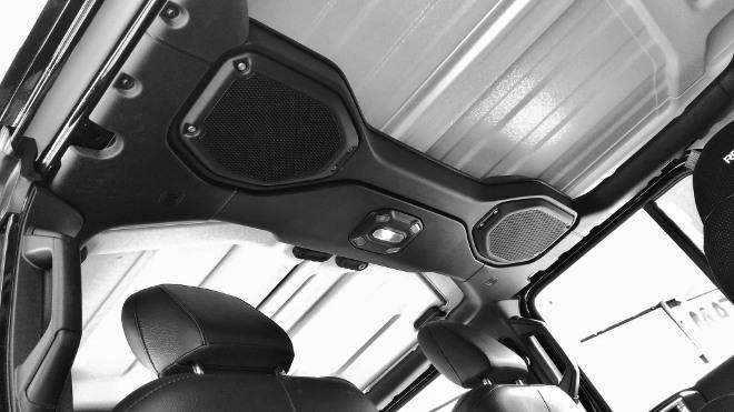 Jeep Wrangler Limited 4-door lautsprecher im Überrollbügel