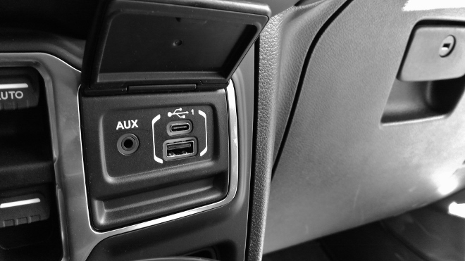 Jeep Wrangler Limited 4-door AUX und USB