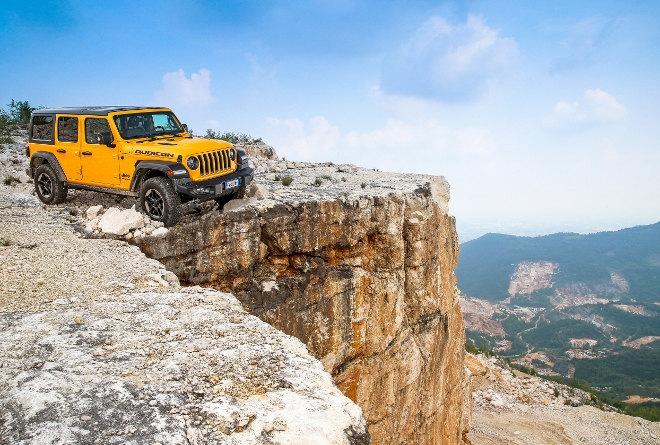 Jeep Wrangler 2.0 TGDi Rubicon Vierzylinder Benziner gelb