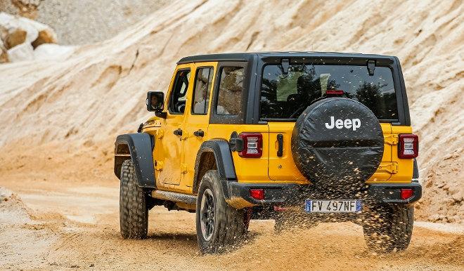 Jeep Wrangler 2.0 TGDi Vierzylinder gelb