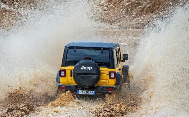 Jeep Wrangler 2.0 TGDi Vierzylinder Benziner gelb
