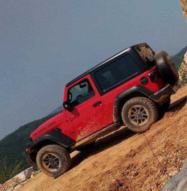 Jeep Wrangler 2.0 TGDi Vierzylinder rot