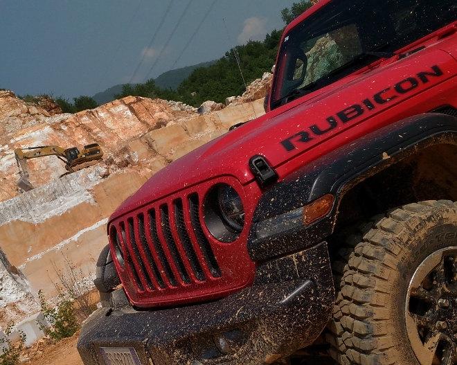 Jeep Wrangler Vierzylinder Benziner Rubicon Klammern