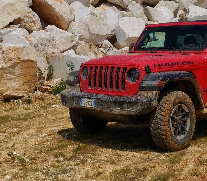 Jeep Wrangler Vierzylinder Benziner Grill
