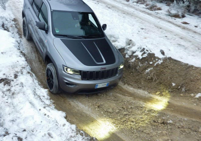 Jeep Grand Cherokee Trailhawk silbern