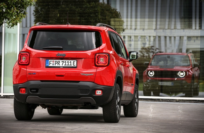 Roter Jeep Renegade 4xe Plug in Hybrid