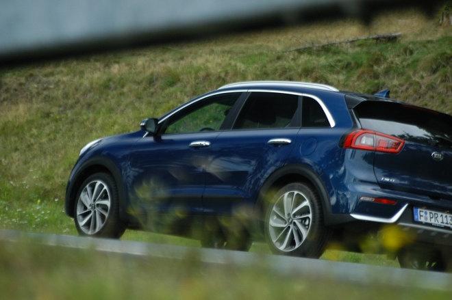 Kia Niro Hybrid Blau Seite