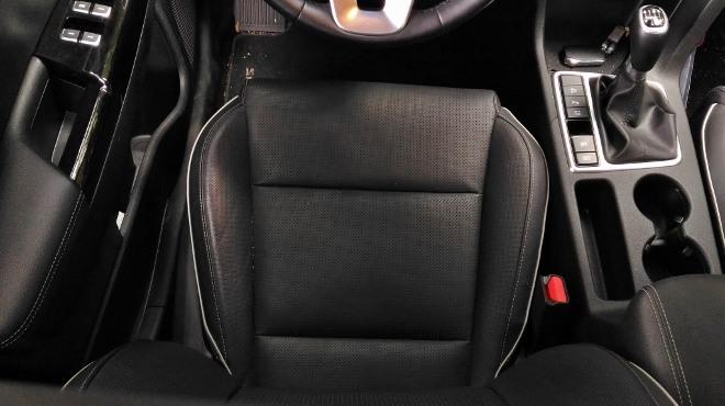 Kia Sportage Facelift schwarze Lederpolsterung, seitenhalt