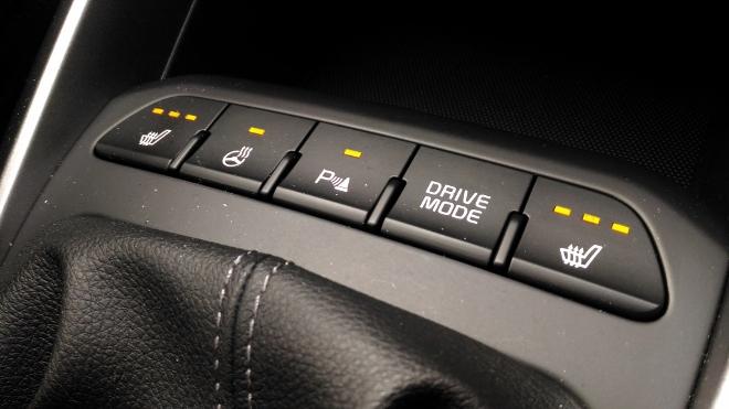 Kia Rio GT Line Schalter Lenkradheizung und Sitzheizung
