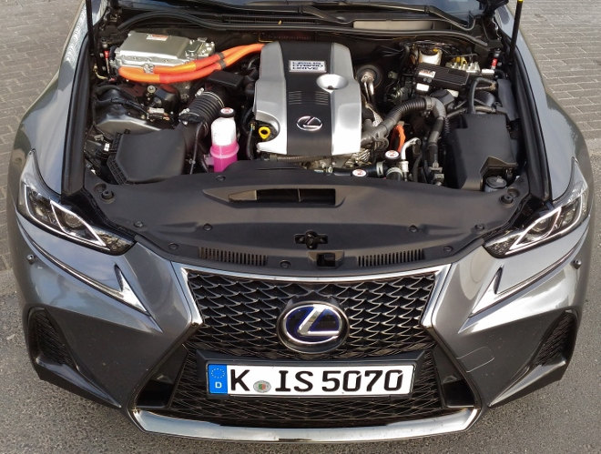 Lexus IS Sport Motor Hybridantrieb 2018