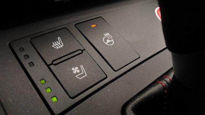 Lexus IS Sport Schalter Sitzheizung