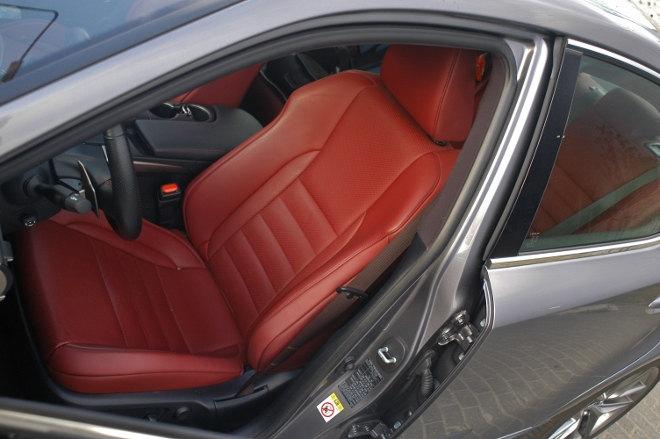 Lexus IS Sport Sitz rot