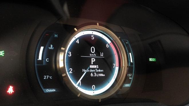 Lexus IS Sport Tacho digital