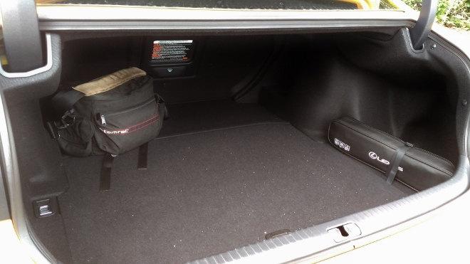 Lexus RC F Kofferraum Größe