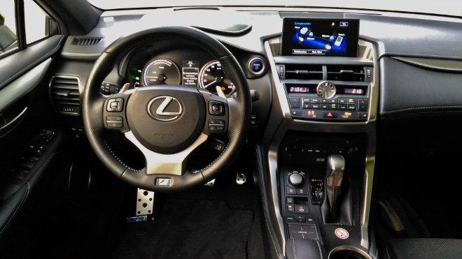 Lexus NX 300h Hybrid Armaturenbrett