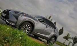 Lexus NX 300h Hybrid Seite vorne