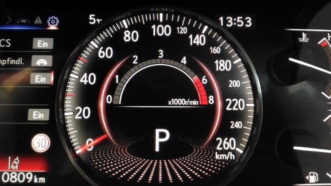 Tacho im Sport Modus Lexus ES Hybrid 300h