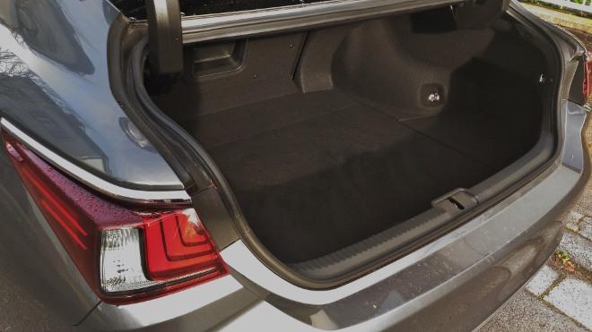 Kofferraum Lexus ES Hybrid 300h