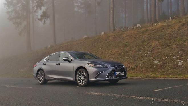 Lexus ES Hybrid 300h Seite