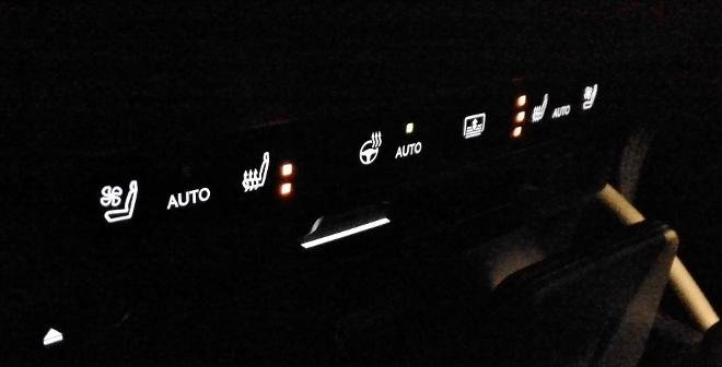 Sitzbelüftung und Sitzheizung im Lexus ES Hybrid 300h