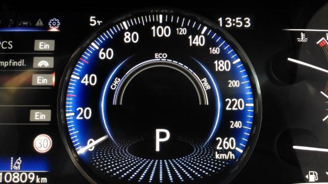 Lexus ES Hybrid 300h Instrumente im Eco Modus