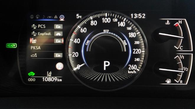 Instrumente Lexus ES Hybrid 300h