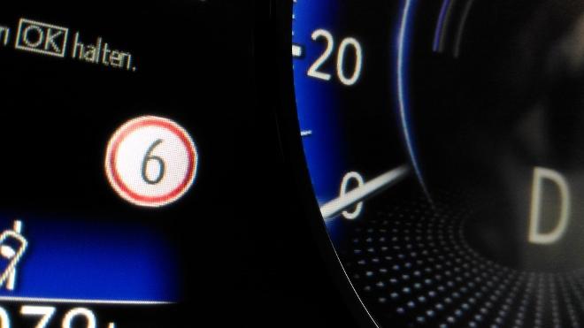 Verkehrszeichenerkennung im Lexus ES Hybrid 300h