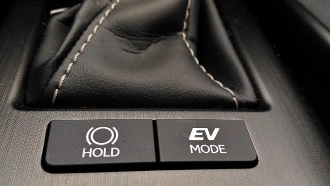 Taste EV Mode im Lexus ES Hybrid 300h