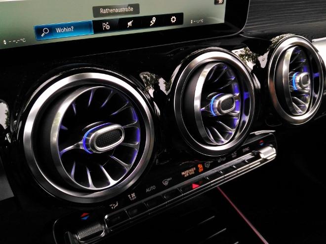 Mercedes GLB 220d Lufduen mit blauer LED Beleuchtung