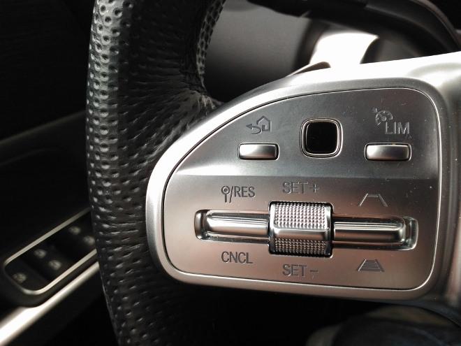 Mercedes GLB Sensor und Tempomat auf der linken Lenkradspeiche