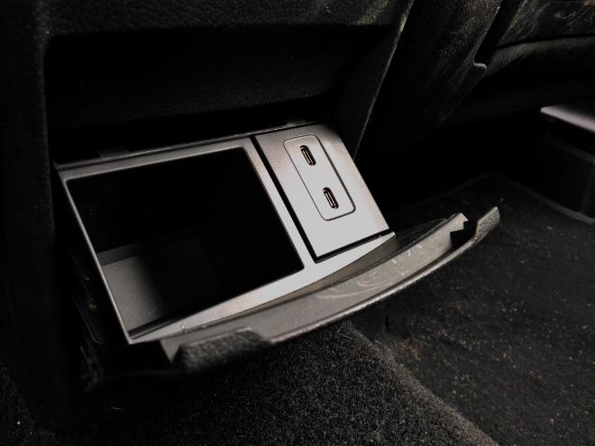 Mercedes GLB USB Anschluss und Fach hinten