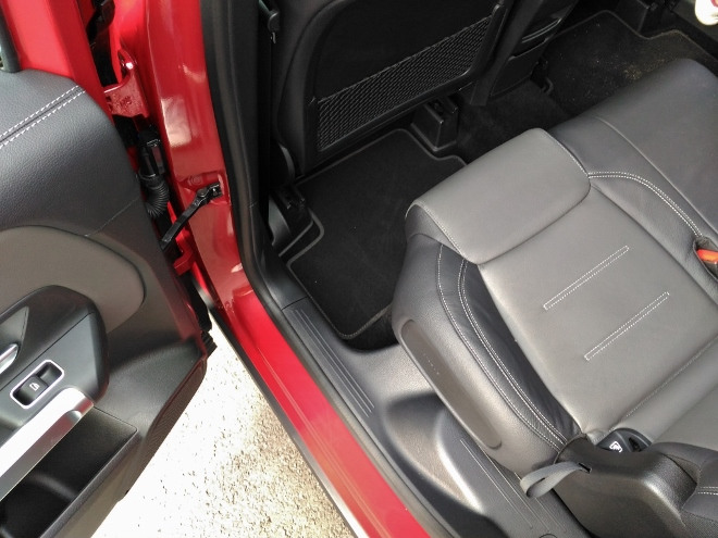 Mercedes GLB verschiebbare Sitzbank vorne