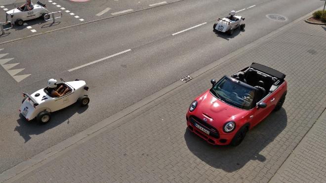 Roter Mini Cabrio John Cooper Works