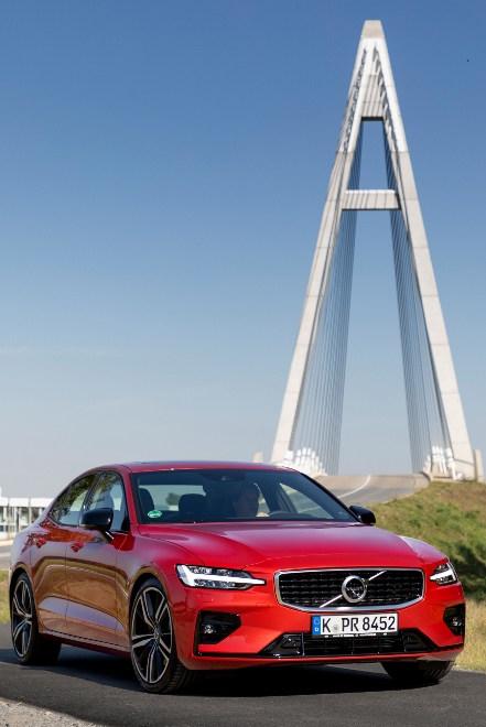 Neuer Volvo S60 R-design rot