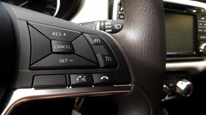 Nissan neuer Micra Innenraum Lenkrad